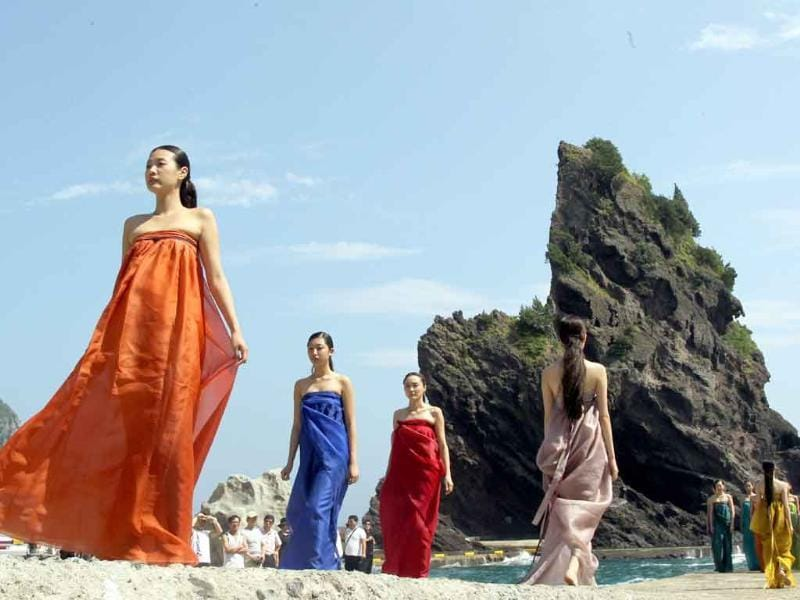 South Korean models in traditional outfits pose during a fashion show on Ulleung island. The show aimed to promote the country's sovereinty on nearby islets of Dokdo claimed both by Seoul and Tokyo.