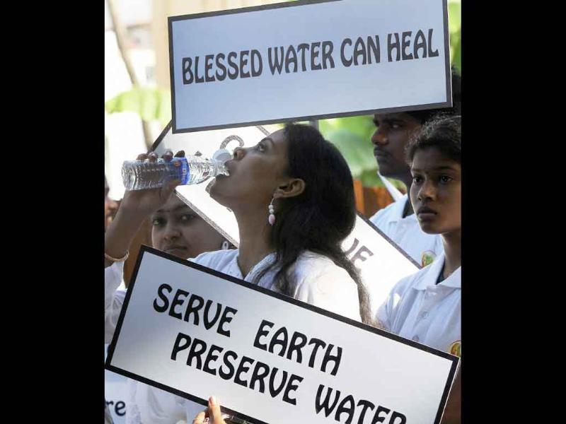 Students and activists participating in the programme to spread Awarness on Water Cleanliness, organized by Pranic Healing Trust, in Chennai.