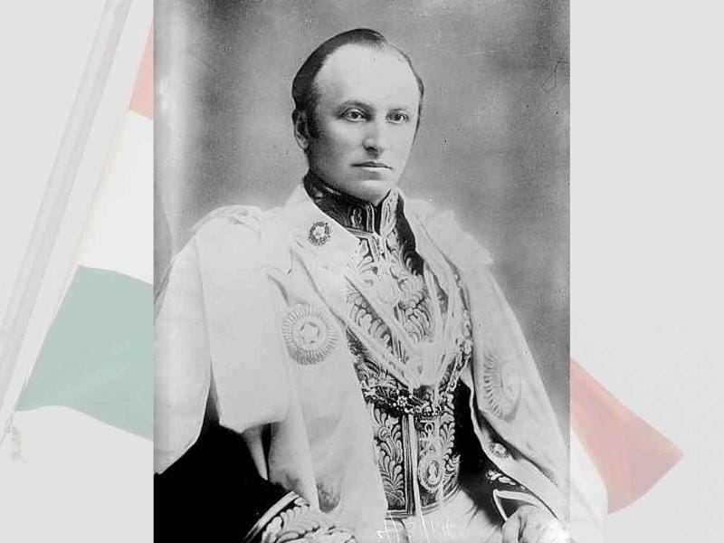 In 1905, Lord Curzon ordered the partition of the province of Bengal, which was seen as a perfect example of the the Brits' divide and rule policy. The division caused widespread agitations across India.