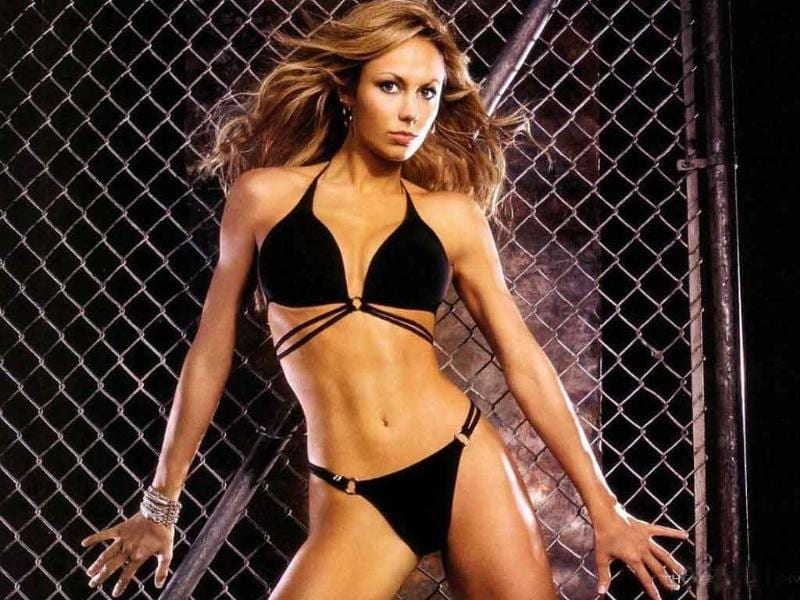 Stacy Keibler is Clooney's latest squeeze. That is atleast the buzz right now. Blessed with a to-die-for figure, she's a former wrestler, actor, model and dancer. Here's presenting the sizzler in all her glory.