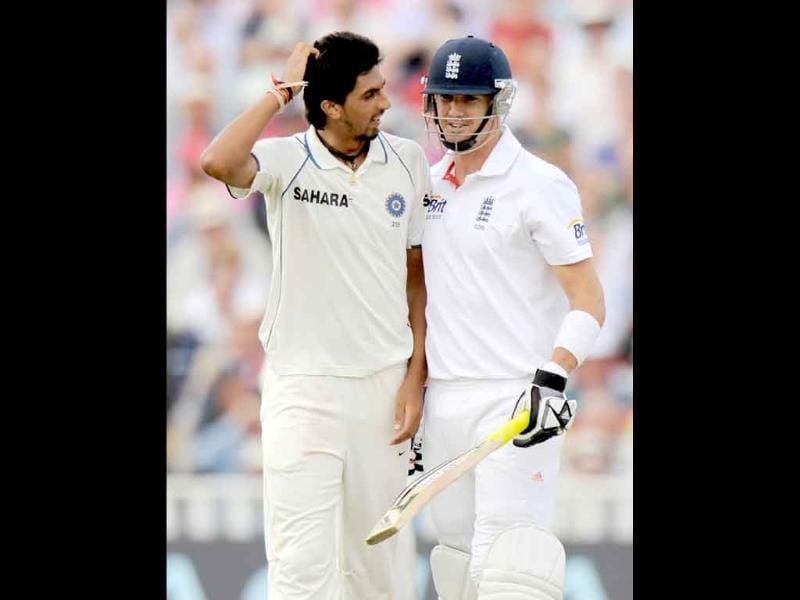 Ishant Sharma and Kevin Pietersen (R) speak during the third cricket Test match between India and England at the Edgbaston cricket ground in Birmingham.