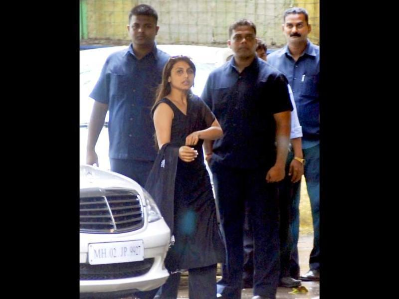 Actor Rani Mukherjee arrives at Shammi Kapoor's residence to pay her respects.