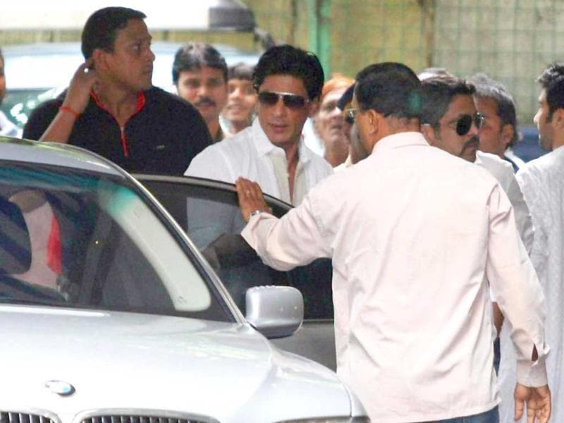Shah Rukh Khan outside the residence of Shammi Kapoor.