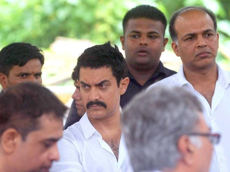 Actor Aamir Khan at the funeral of Shammi Kapoor.