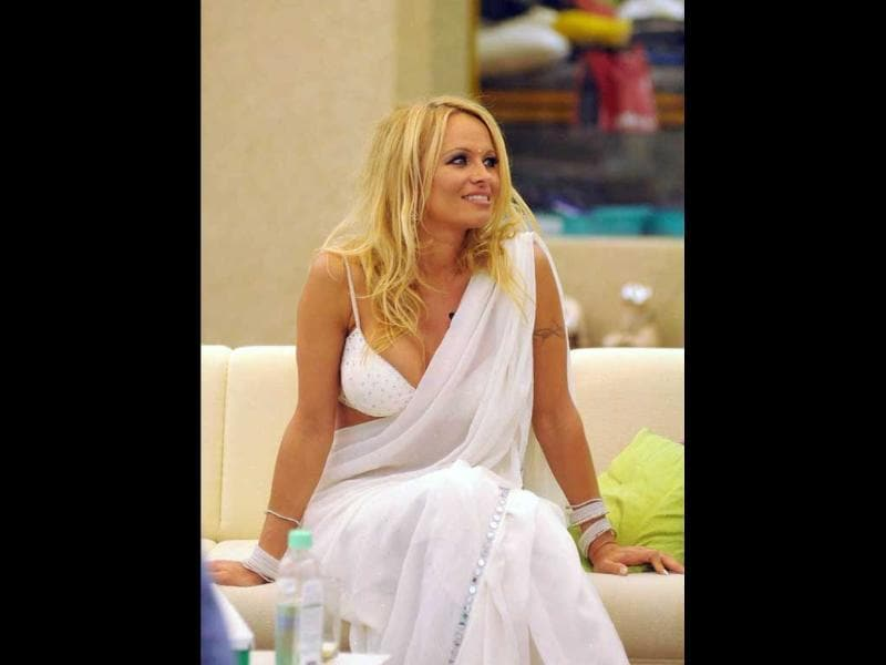 Pamela Anderson showed off her curves in the Indian national dress when she donned it in the Bigg Boss house.