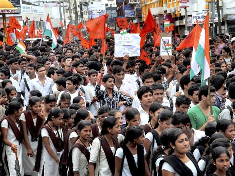 Students taking out a rally in support of Anna Hazare in Mangalore.