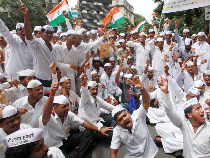 Rally by Mumbai dabbawalahs from Churchgate to Azad maidan to protest against corruption and to support Anna Hazare who is on hunger strike for the demand of jan lokpal bill.