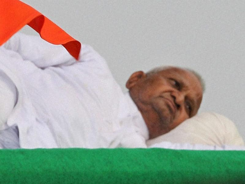 Anna Hazare relaxing on the stage during his hunger strike for jan lokpal bill at Ramlila Ground in New Delhi.