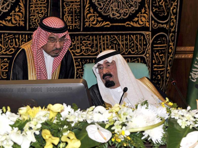 Saudi King Abdullah bin Abdul Aziz al-Saud (R) attends a ceremony to launch a $10.6-billion (7.3-billion-euro) extension project for the Grand Mosque in the Muslim holy city of Mecca.
