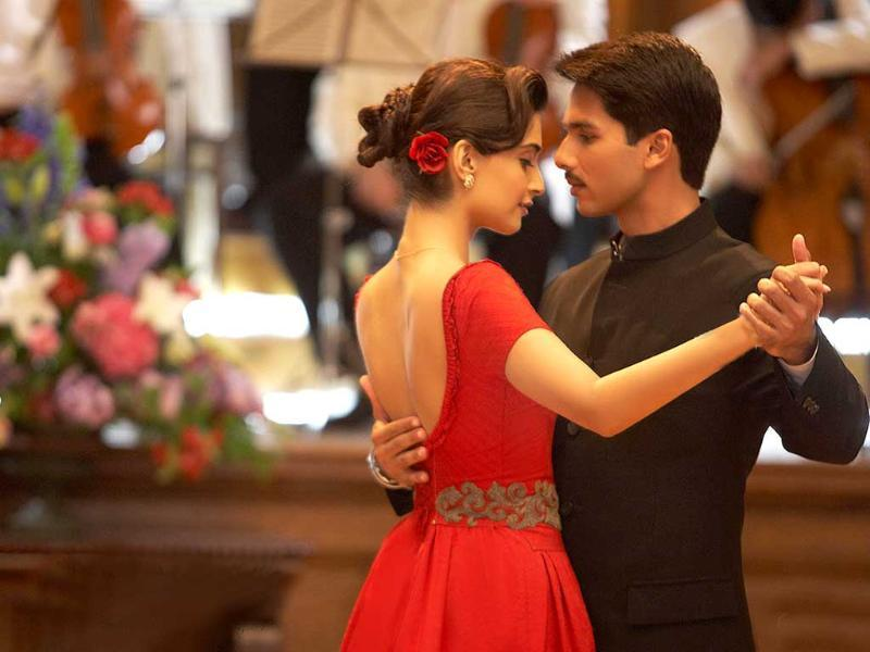 Written and directed by Pankaj Kapur, Mausam is based on the love story of an air force officer and a ballet dancer Sonam Kapoor. The chemistry between the couple is smouldering hot.