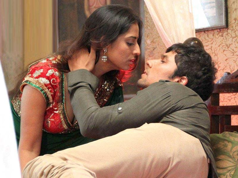 Saheb Biwi Aur Gangster: Mahie Gill and Randeep Hooda in a still from the film.