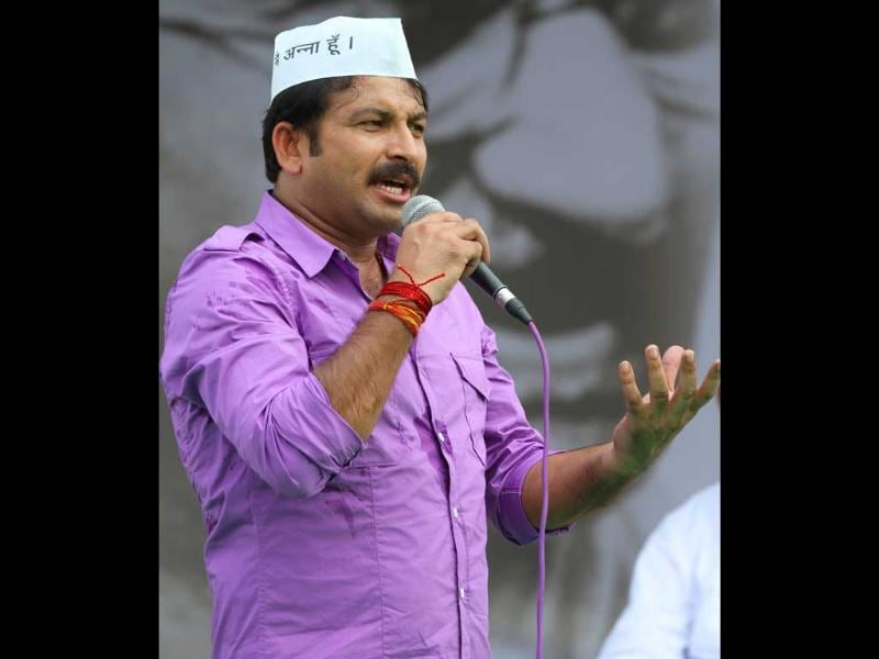 Bhojpuri Actor and Singer Manoj Tiwari during their protest for Jan Lokpal Bill at Ramlila Ground in New Delhi.