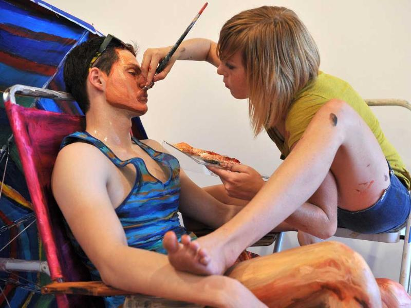 Model Will Claybaugh is painted by US artist Alexa Meade during a performance at the Irvine Contemporary gallery in Washington.