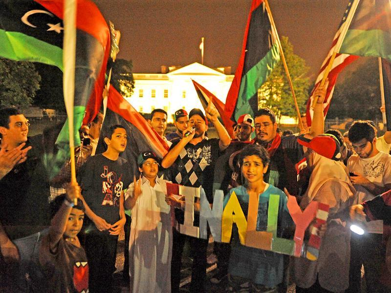 Around one hundred Libyans in front of the White House, Washington DC, to celebrate Libya rebels surging into the heart of Tripoli.