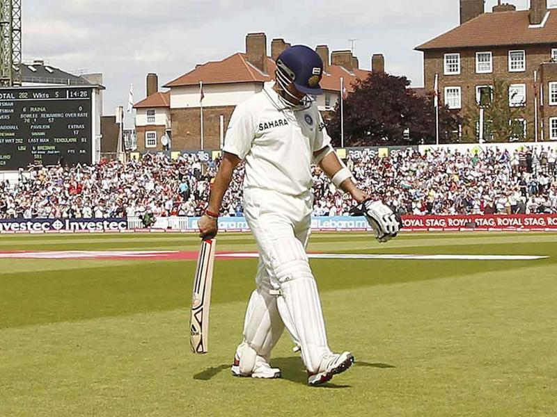 Sachin Tendulkar walks off the pitch after losing his wicket for 91 runs on the fifth day of the fourth Test match between England and India at The Oval Cricket Ground in London.