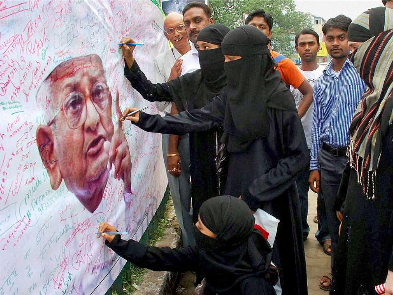 Muslim women take part in a signature campaign in support of social activist Anna Hazare's movement against corruption in Jamshedpur.