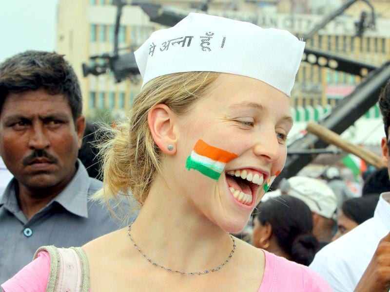 A teacher from London supports Anna Hazare in his hunger strike at Ramlila Ground in New Delhi.