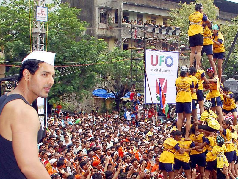 I'm Anna too: John Abraham mixed the spirit of Jamashtami with Anna's movement as he attends Dahi Handi ceremony in Mumbai. (AFP)