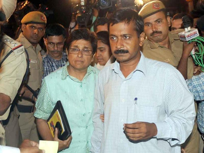 Civil society members Arvind Kejriwal (R) and Kiran Bedi arrive at the finance ministry for a meeting with Pranab Mukherjee in New Delhi.