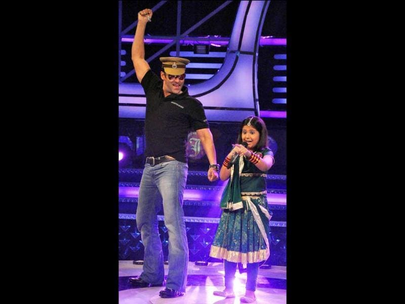 Salman Khan performs with a little champ. (AFP)