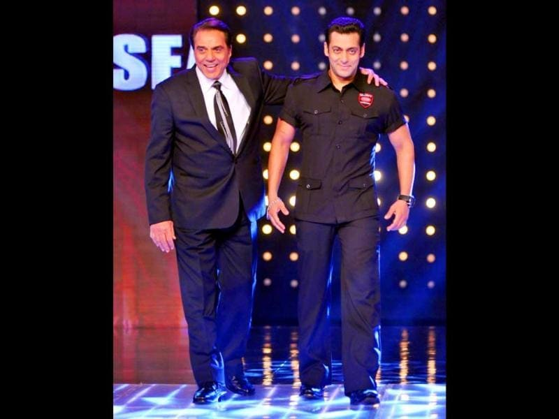 Veteran actor Dharmendra with Salman Khan on the sets of India's Got Talent.