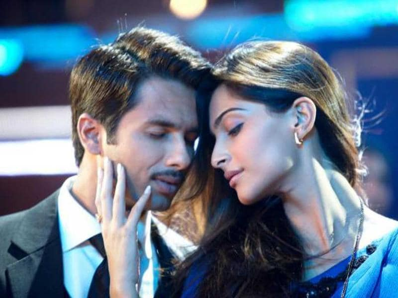 Shahid Kapoor and Sonam Kapoor in Mausam is a breath of fresh air for the audience.