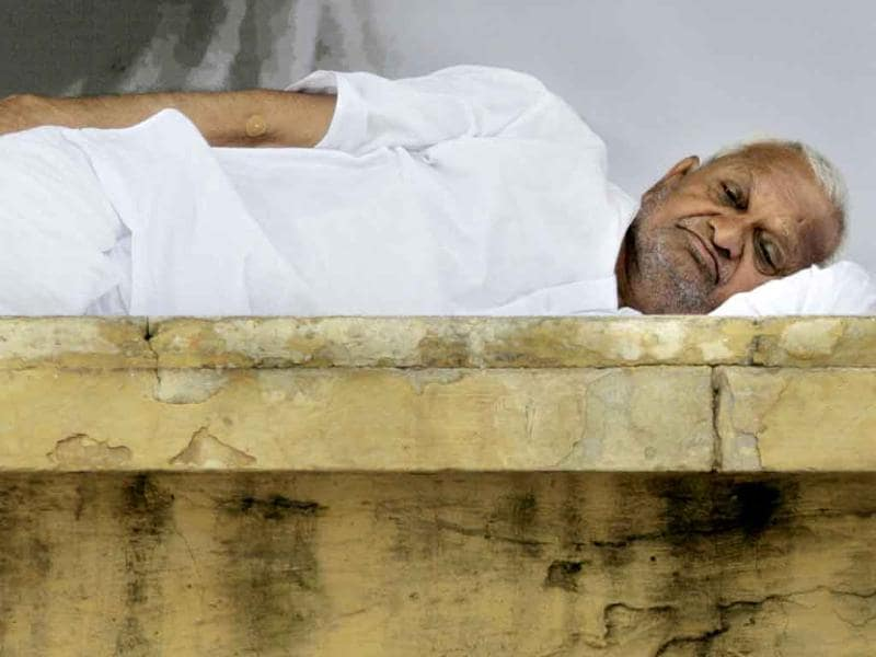Anti-corruption activist Anna Hazare rests on the stage on the ninth day of his hunger strike in New Delhi.