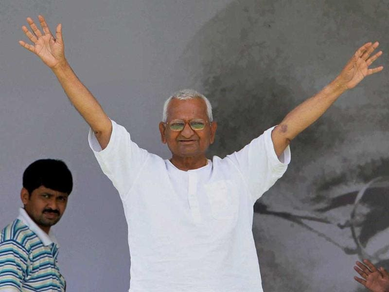 Anna Hazare waves to supporters during the 10th day of his fast against corruption at Ramlila Ground.