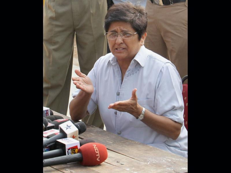 Anna Hazare aide Kiran Bedi talking to media at Ramlila Ground in New Delhi.