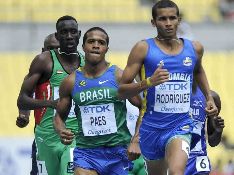 Brazil's Lutmar Paes (L) and Colombia's Rafith Rodriguez compete in the men's 800 metres heats at the International Association of Athletics Federations (IAAF) World Championships in Daegu.