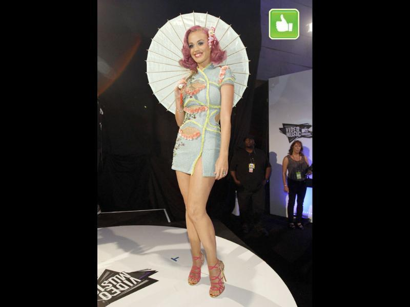 Katy Perry had quite a few wardrobe changes through the night. This Kimono inspired dress and that pink hair is cuteness personified.