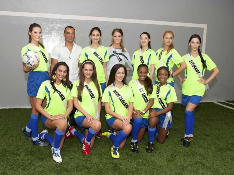 Miss Universe 2011 contestants (Front row, L-R): Nelly Kamwelu of Tanzania, Olesia Stefanko of Ukraine, Priyani Puketapu of New Zealand, Joy-Ann Biscette of St. Lucia, Easher Parker of Turks ' + char(38) +' Caicos (Back row, L-R): Karin Ontiveros of Mexico, Deborah Henry of Malaysia, Aoife Hannon of Ireland, Sora Chong of Korea, Rozalia Mancewicz of Poland and Valeria Bystritskaia of Germany. (Reuters/Darren Decker/Miss Universe Organization, L.P. LLLP/Handout )