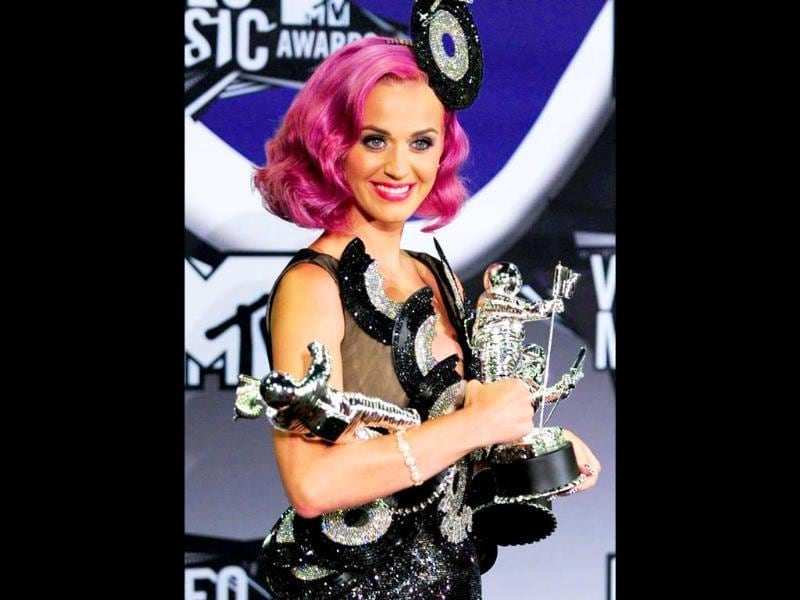 Katy Perry matches her bright pink lips to her hair. Photo by AFP/Frederic J. Brown