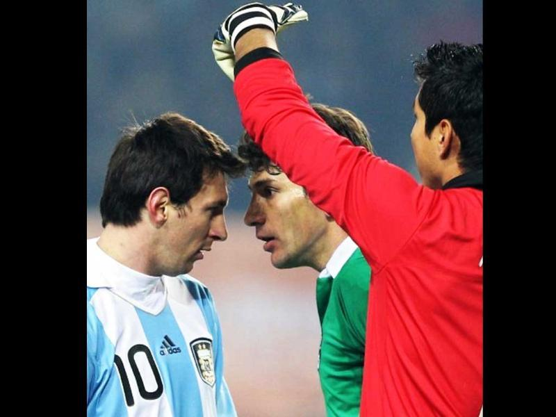 Argentine forward Lionel Messi(L) and Bolivian midfielder Jaime Robles(C) argue next to Bolivian goalkeeper Carlos Erwin Arias during a 2011 Copa America Group A first round football match held at the Ciudad de La Plata stadium in La Plata, 59 Km south of Buenos Aires.