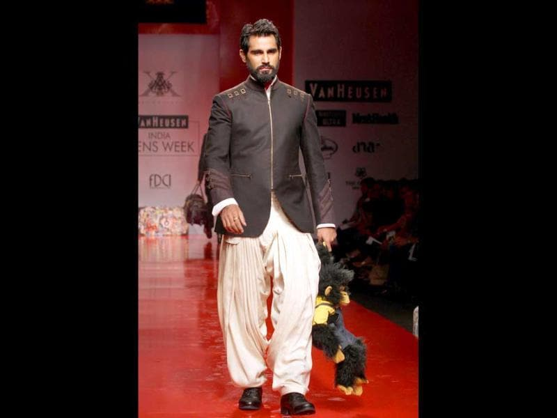 A model pairs a fitted jacket with salwar inspired pants in this Indo-western outfit. (Pic: Jasjeet Plaha)