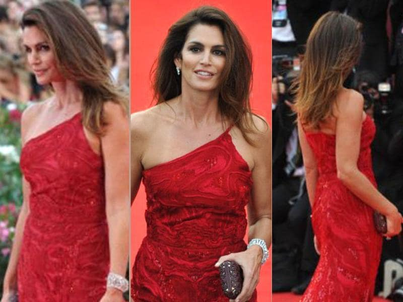At 46, Cindy Crawford still rules the redcarpet in a sequined red one shoulder gown.