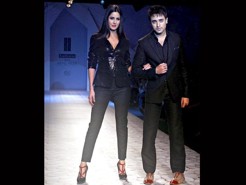 Imran Khan and Katrina walk the ramp for the concluding day of VHIMW.