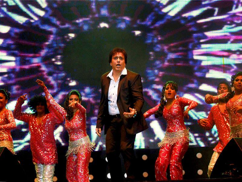Govinda appeals to crowds in Bengaluru with his characteristic Hero No. 1 style.