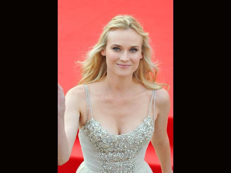 Diane Kruger opts for summery hair and makeup.