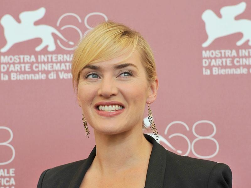 Kate Winslet with discreet makeup and the bangs soften her face.