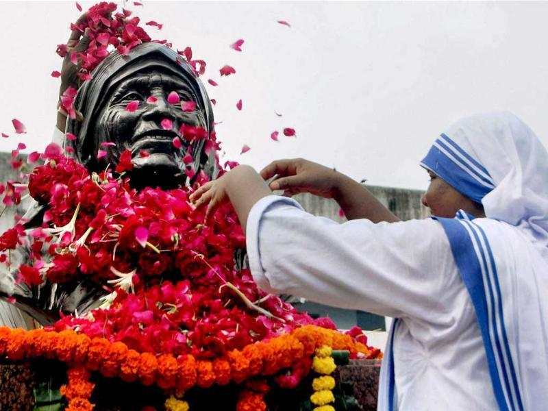 A nun pays tribute to Mother Teresa on her death anniversary in Ahmedabad.
