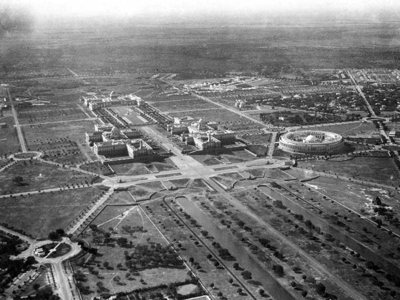 Chief architect Edwin Lutyens' layout of the new city consisted of hexagonal lines, to connect New Delhi to Safdarjung Tomb, Purana Quila, Connaught Place and Jama Masjid.