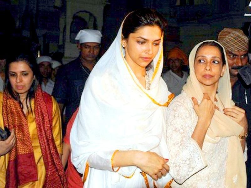 Deepika is seen here with her mom.