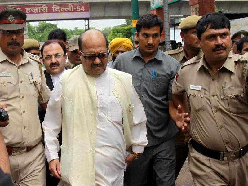 Rajya Sabha MP Amar Singh on his way to Tis Hazari court wherein he was arrested for his alleged role in the cash-for-votes scandal and sent to Tihar Jail in New Delhi.