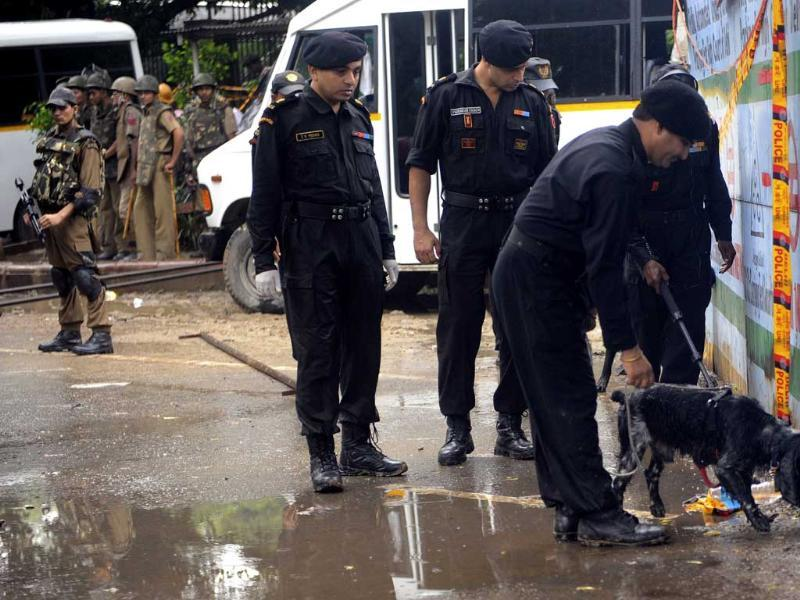 National Security Guard (NSG) experts use sniffer dogs to check outside the Delhi high court.