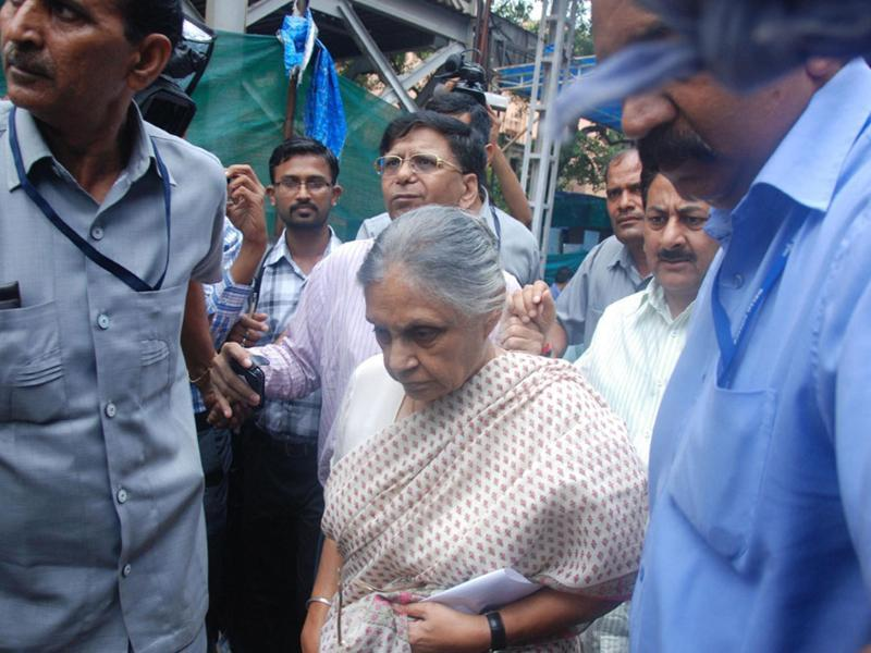 Delhi chief minister Sheila Dikshit arrives at Ram Manohar Lohia hospital to inquire about the injured in a bomb blast outside the high court in New Delhi.