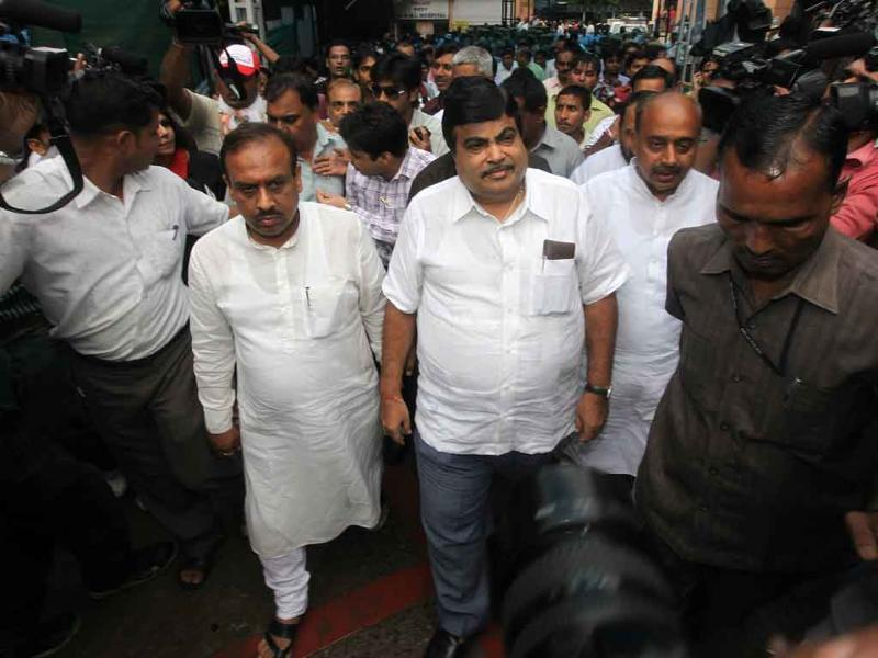 BJP chief Nitin Gadkari visits RML hospital to meet victims of Delhi high court blast.