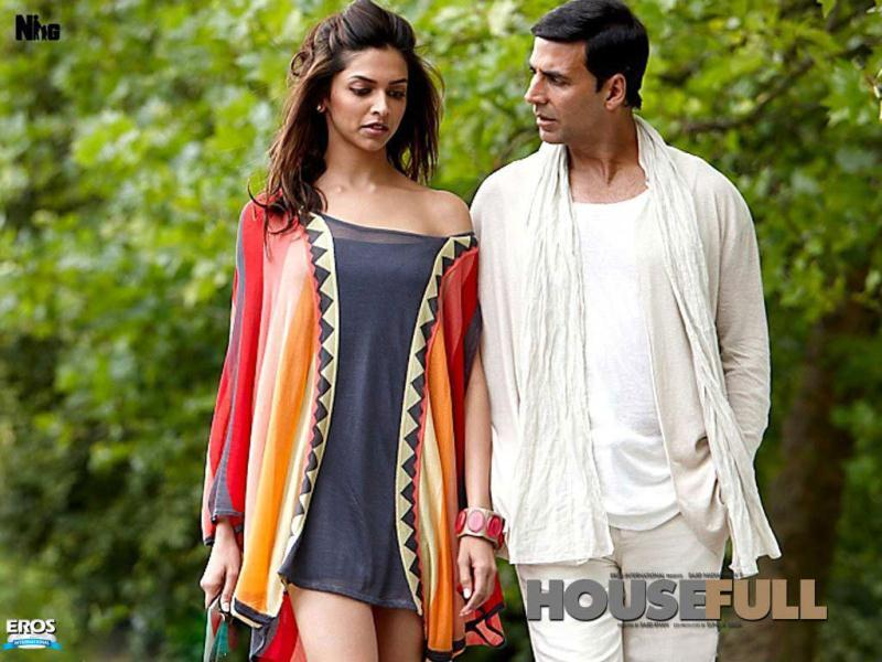 Housefull (2010): Akshay paired up with Deepika Padukone in Sajid Khan's Housefull.