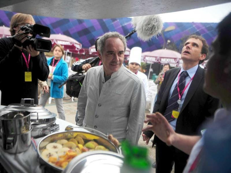 Spanish chef Ferran Adria (C) visits a stand during the inauguration of the gastronomic fair 'Mistura' in Lima.