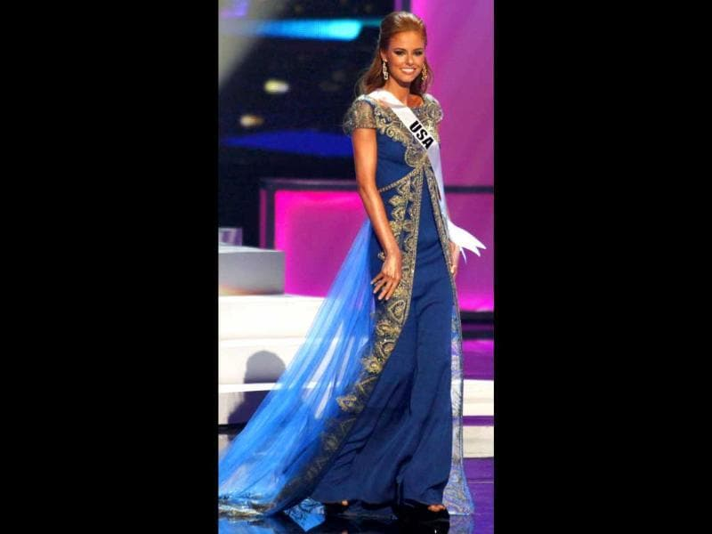 Miss USA fails to impress in a plain-jane royal blue gown.